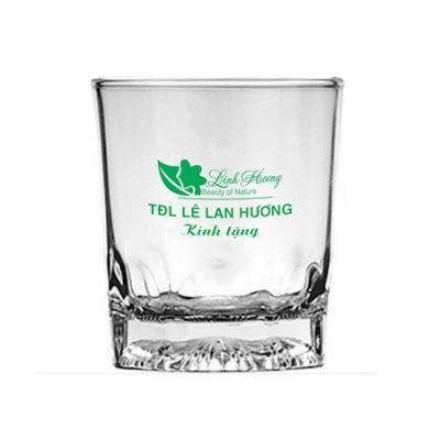 vi-sao-ban-nen-in-thuong-hieu-len-coc-thuy-tinh-1